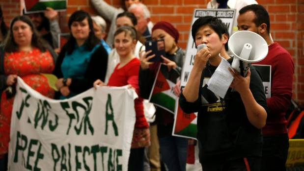 Protesters try to disrupt Israeli soldiers' lecture at Victoria University.
