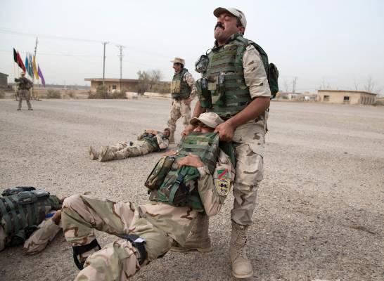 Iraqi troops training trauma care.