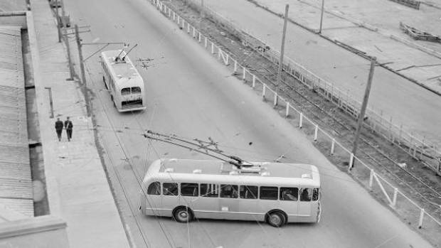 A Wellington trolley bus turns at that Aotea Quay terminal in 1950.
