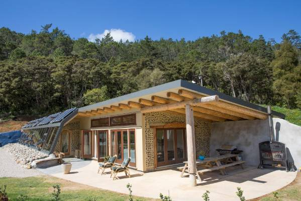 Grand designs earth house highlights an off the grid for Earthen home designs
