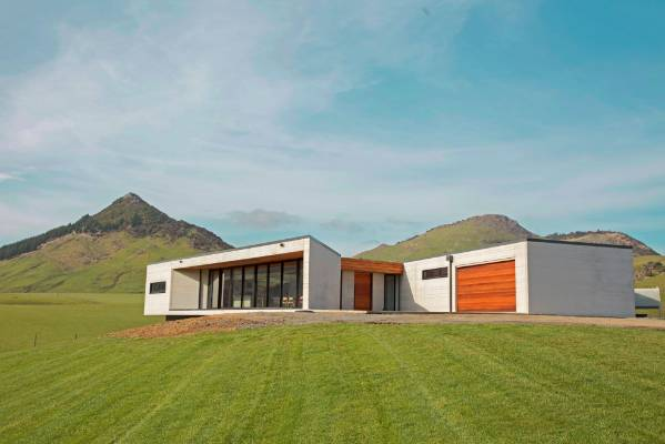 Grand designs project puts contemporary spin on for Precast concrete home designs