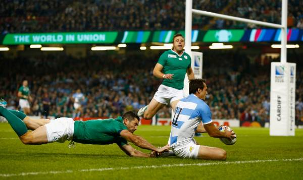 Juan Imhoff scores Argentina's second try against Ireland in the Rugby World Cup quarterfinals.