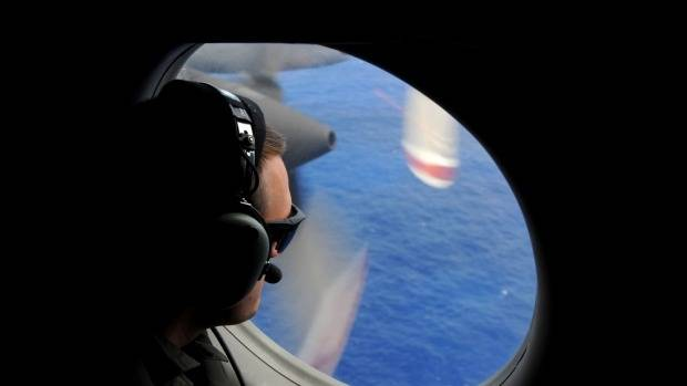 Search for MH370 thousands of kilometres off target - Australian aviation expert
