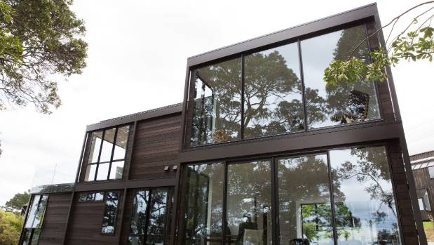 Grand designs treehouse creates another cliff hanger for Small house design new zealand