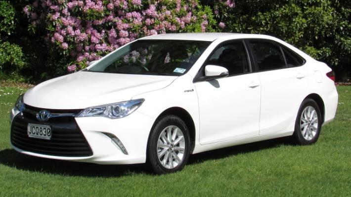 The Toyota Camry Gl Hybrid Entry Model In A Three Car Range