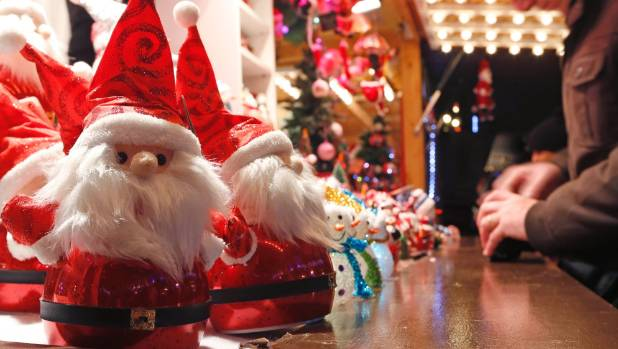 Ten christmas markets around the world for Christmas decoration stores near me