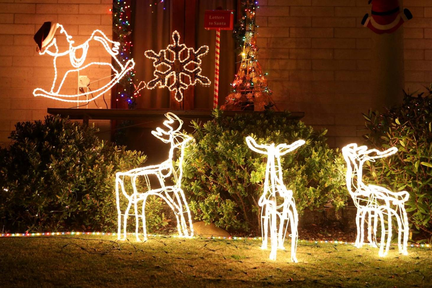 Light Up The House This Christmas It May Cost Less Than You Think How Tree Lights Switch And Circuit Work