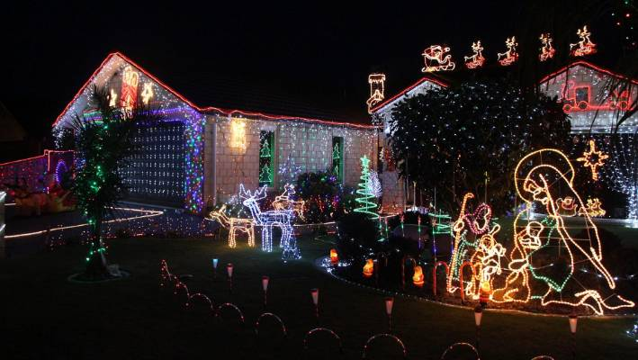The glittering display of Christmas lights at 11 Norfolk Dr, Cambridge won  the People's Choice - Where To See Christmas Lights? Stuff.co.nz