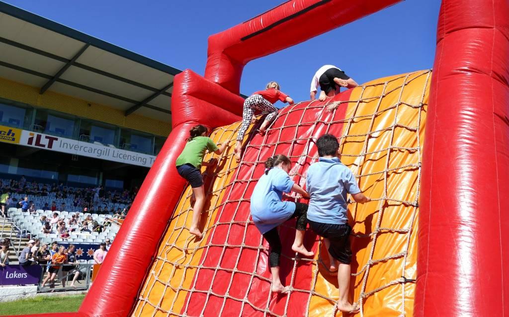 Invercargill Mitre 10 Tough Kid attracts 1200   Stuff co nz