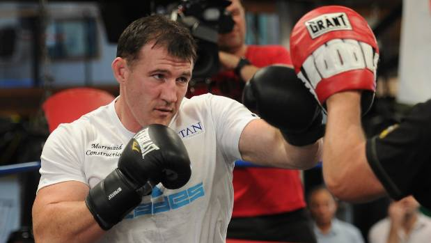 Paul Gallen wants to challenge Sonny Bill Williams in the boxing ring.