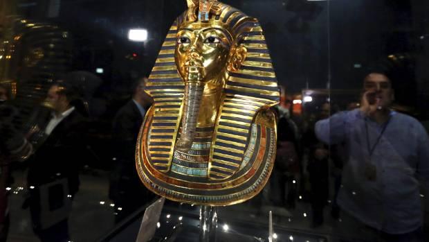egypt puts king tut mask on show after botched epoxy fix. Black Bedroom Furniture Sets. Home Design Ideas