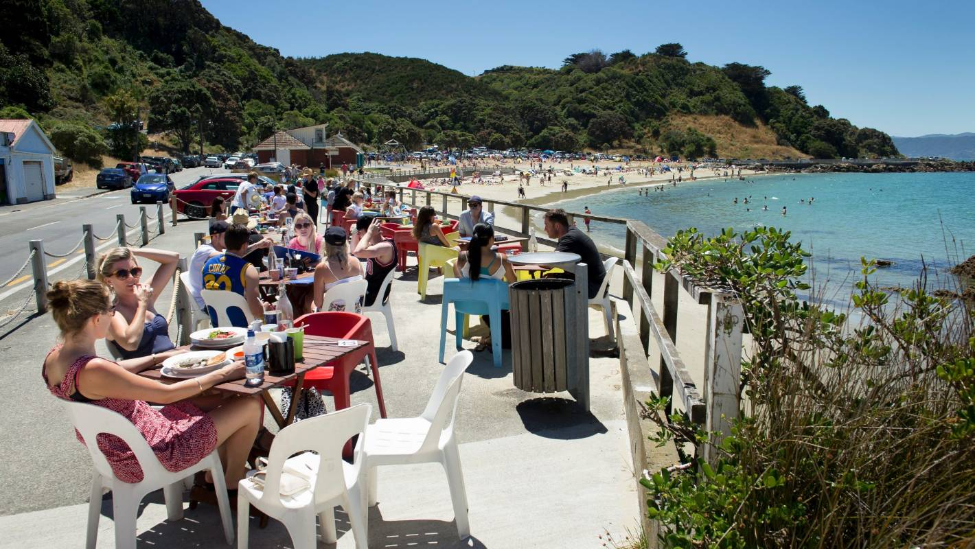 New Zealand basks in blistering weather, but what's in store for New Year's? | Stuff.co.nz