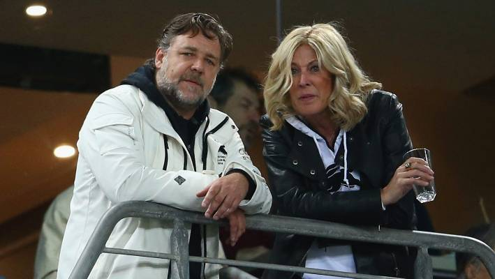 Julie burgess dating russell crowe