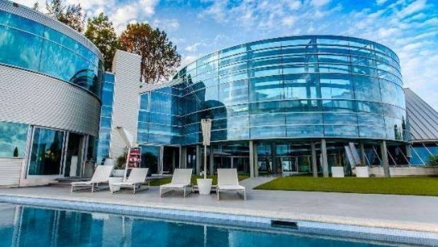 "Justin Beiber rents the ""Salad Spinner"" glass house in Los Angeles, for US$60,000 a month,"