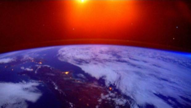 Amazing picture from space captures sunrise glow over New ...