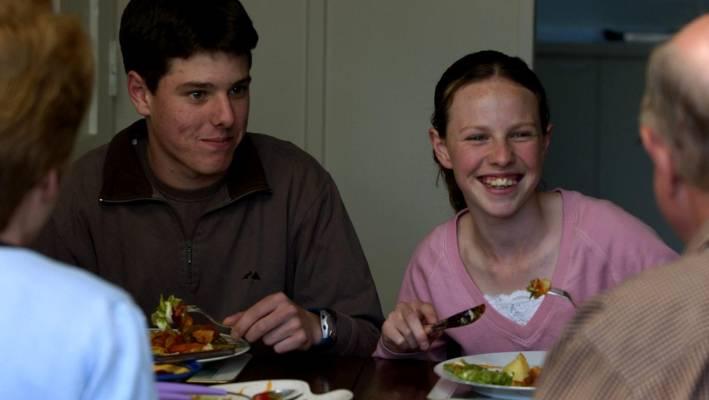 Teen κορίτσια κρέμα πίτα συνοδεία γκέι σεξ
