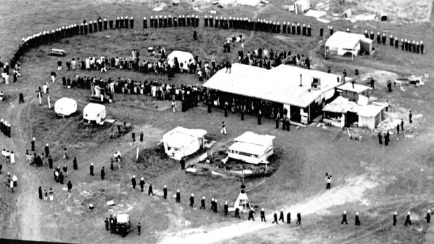 The police and army personnel encircle the Bastion Point camp in May 1978 before evicting all 222 protesters.