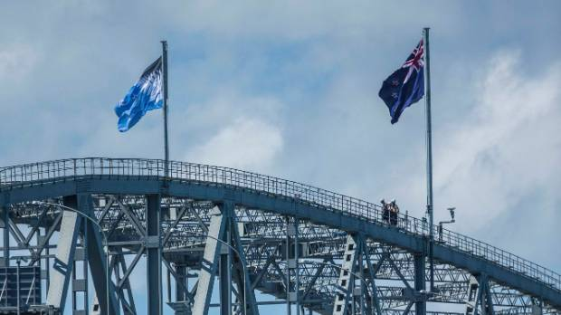 The current flag and the new alternative flying on top of the Auckland Harbour Bridge.