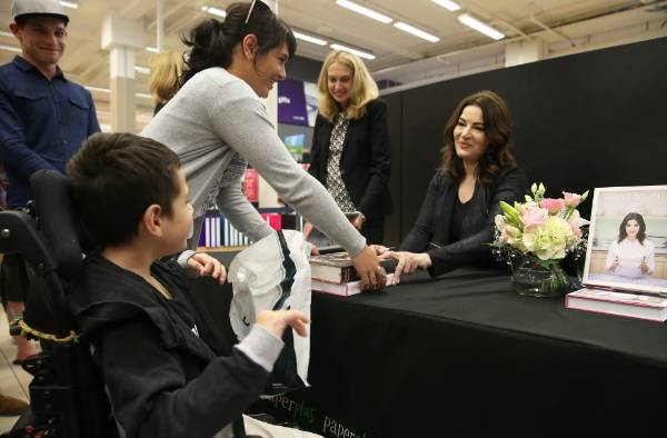 Brooklyn Chalmers, 8, and Mahalia Chalmers, both of Invercargill, get their books signed by Nigella.