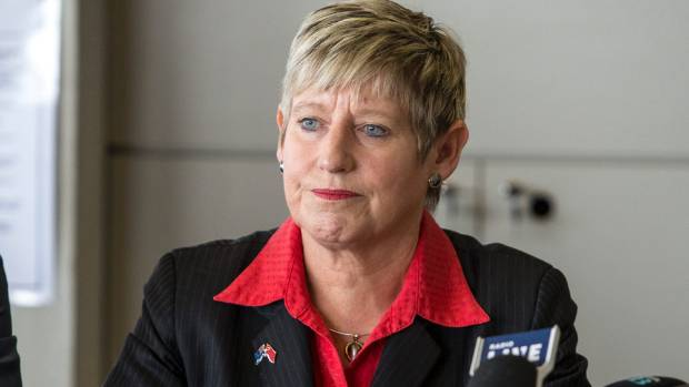 Mayor Lianne Dalziel is worried by the number of Christchurch homeowners who have still not settled their insurance claims.