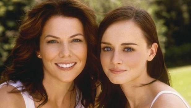 Gilmore Girls cast members Lauren Graham and Alexis Bledel are reportedly earning $750,000 per episode.