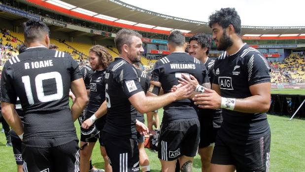 The New Zealand Sevens win their first two matches.