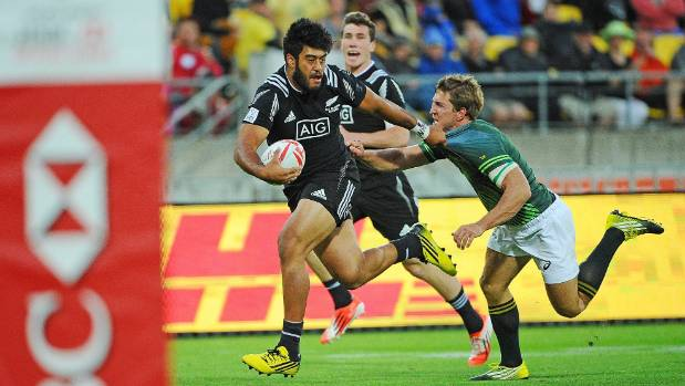 Akira Ioane evades a tackle by Kwagga Smith.