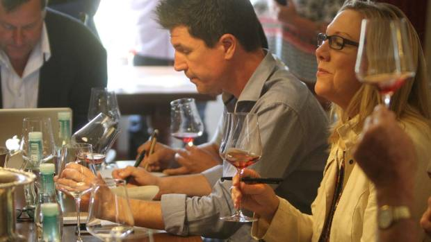 German sommelier Markus Berlinghof and American wine writer Sara Schneider get to work on their tasting notes.