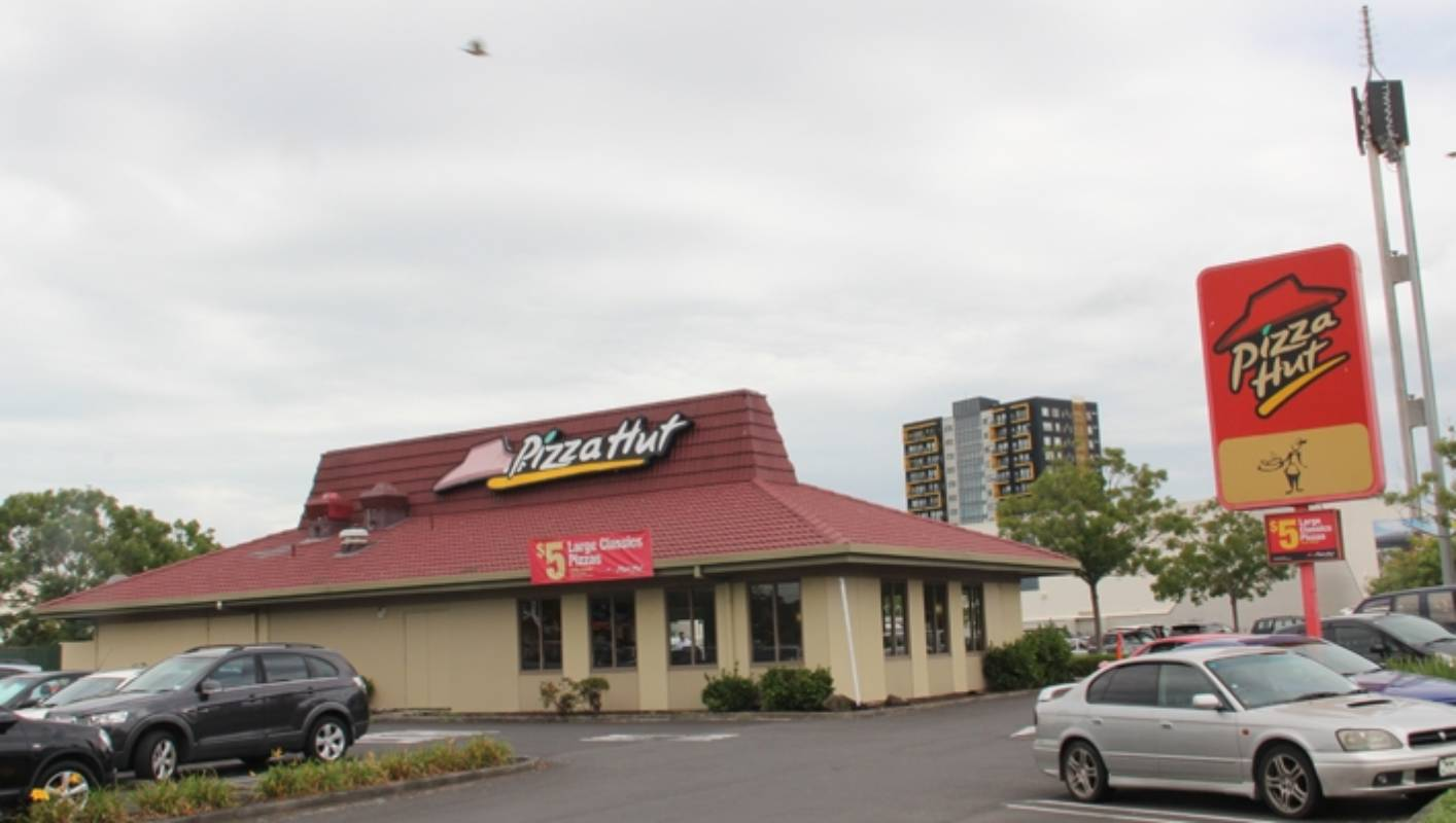 Last red-roofed restaurant to close as Pizza Hut moves to takeaways ...