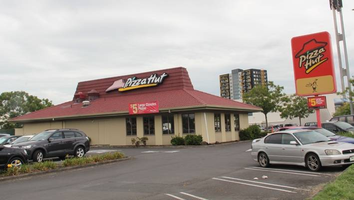 How a shift in family dining trends killed Pizza Hut | Stuff