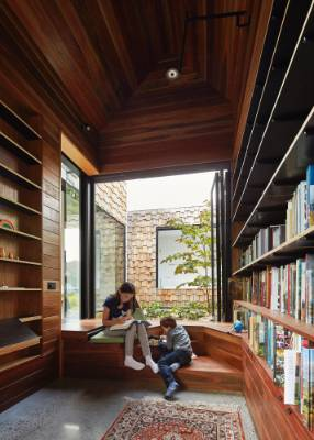 On the inside, the library is lined with timber that imparts a cosy, warm aesthetic.