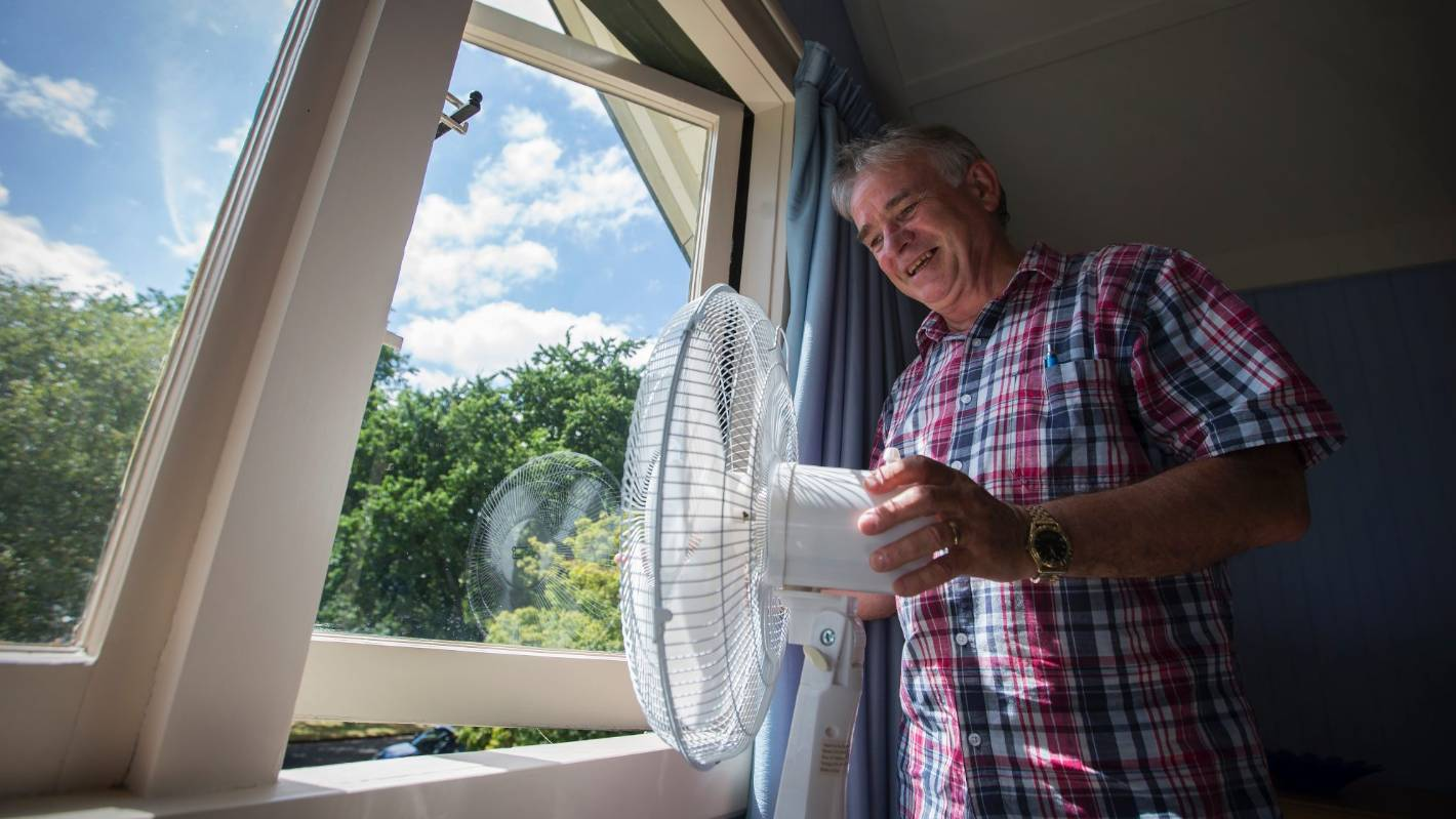 Can't sleep because of the heat? Try this clever fan trick