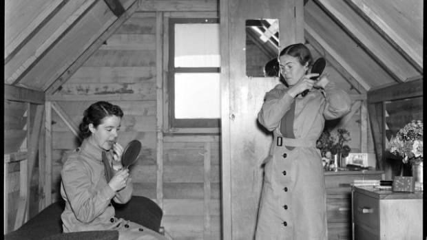 Women army personnel in their hut in Miramar, Wellington, during World War II.