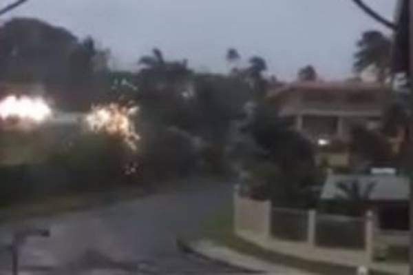 Sparks as Cyclone Winston hits Fiji.