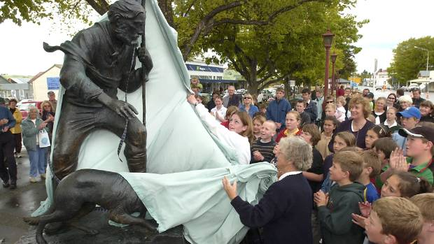 Unveiling of the James Mackenzie statue in Fairlie in 2003.