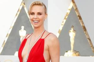 Charlize Theron at the 2016 Oscars ceremony.