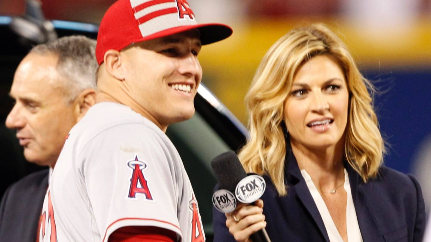 Emotional Erin Andrews Takes the Stand in Peeping Tom Case