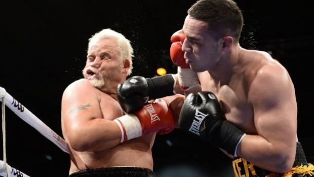 Joseph Parker knocks out Francois Botha.