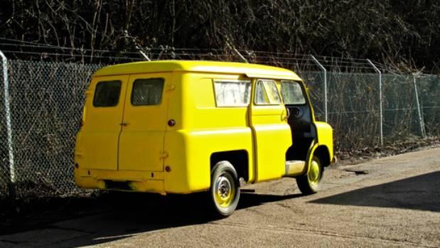 e17c24f3ec4b11 Lady in the Van distress sale doesn t sell