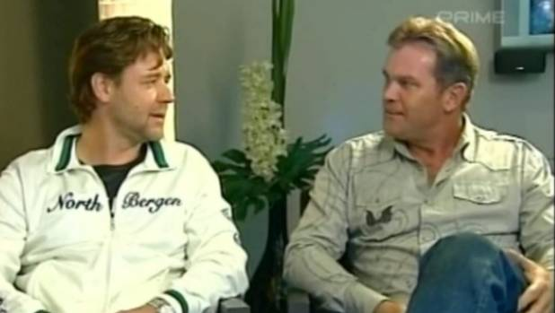 Russell Crowe and his cousin Martin Crowe on Holmes in 2006.