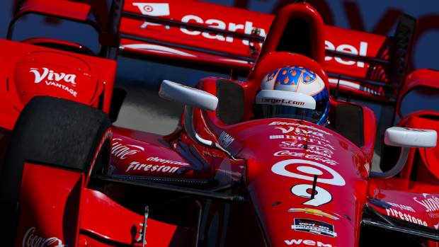 New Zealand IndyCar star Scott Dixon started the defence of his title at the Grand Prix of St Petersburg in Florida.