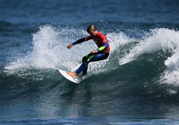 Maddy Barclay performs a cutback.