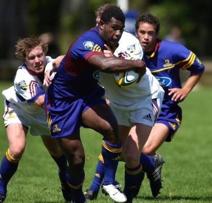 Seru Rabeni on the charge for the Highlanders.