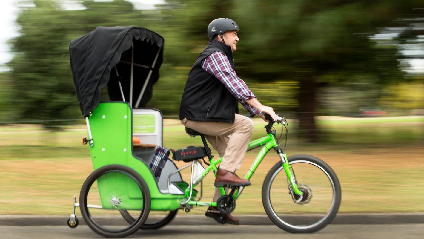 E Bike Operator Suggests Rickshaws For Getting About In