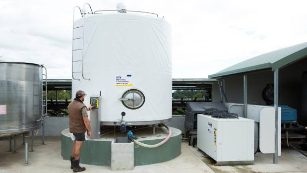 A milk vat wrapped in insulation avoids farmers having to pay large sums for pre-cooling systems as well as saves energy.
