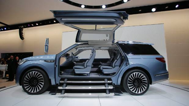 Lincoln Navigator Concept Steals The Show With Gull Wing