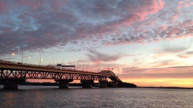 Sunrise at the Harbour Bridge is a good time to catch fish.
