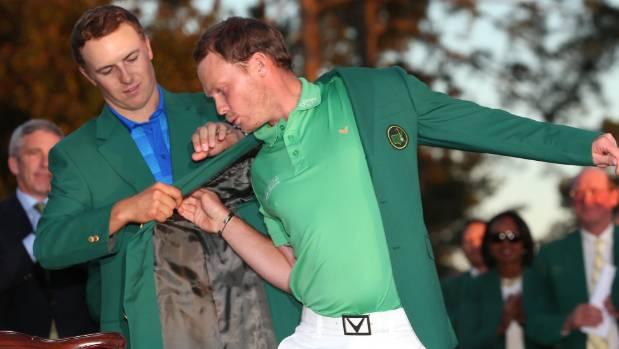 Jordan Spieth's awkward US Masters green jacket presentation to ...