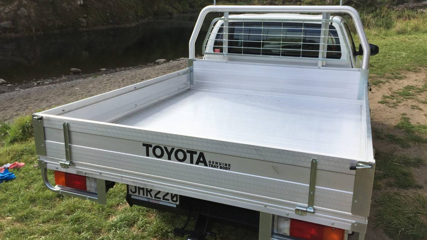 Hilux Extra Cab cab-chassis: the middle model Toyota that's