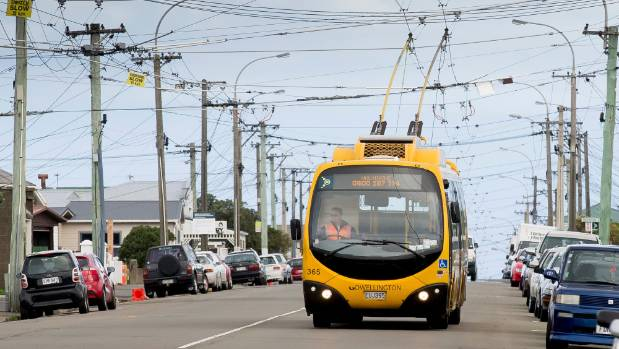 It costs ratepayers $1000 every time the power to Wellington's trolley bus wires is switched on and off.